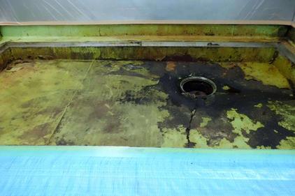 写真:洗浄室排水溝施工前