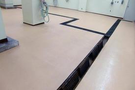 写真:化粧品工場洗浄室塗床改修工事