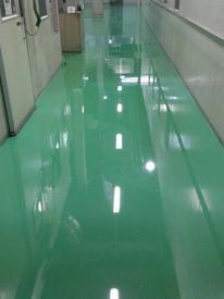 写真:通路帯電防止塗床工事