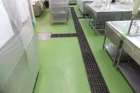 写真:工場内食堂厨房塗床工事