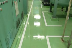 写真:コンプレッサー室塗床工事