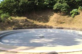 写真:屋外プール下地処理