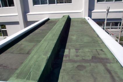 写真:屋上防水工事施工前