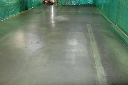 写真:蒸着工場塗床工事施工前
