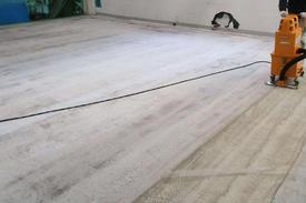 写真:機械部品工場塗床工事下地処理