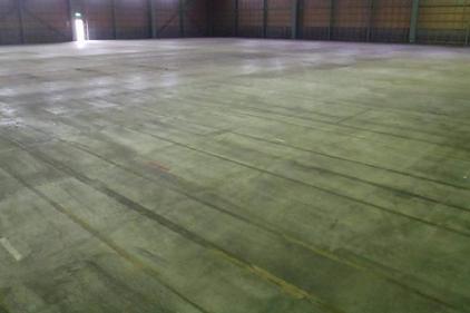 写真:食品工場改修工事塗床下地処理