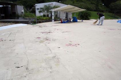 写真:プールサイド塗装補修前