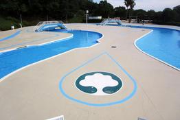 写真:プールサイド塗装補修