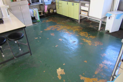 写真:食堂塗床工事施工前