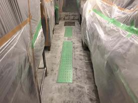 写真:喫茶店厨房塗床工事下地処理