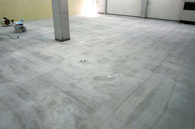 写真:工場内塗床工事下地処理後