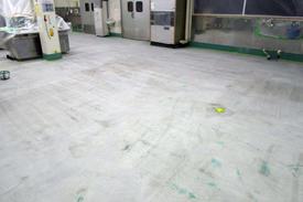 写真:菓子工場MMA塗床工事下地処理