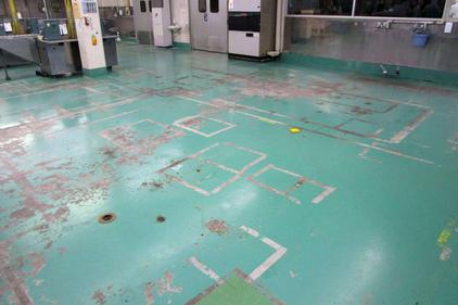 写真:菓子工場MMA塗床工事施工前