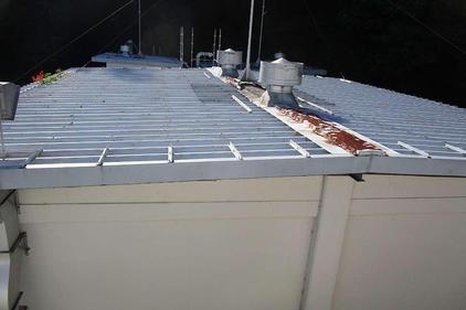 写真:工場倉庫折半屋根塗装補修工事施工前