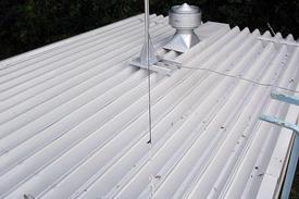 写真:工場倉庫折半屋根塗装補修工事
