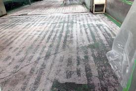 写真:精密機器工場塗床工事下地処理