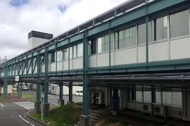 写真:渡り廊下外部鉄骨塗装補修工事