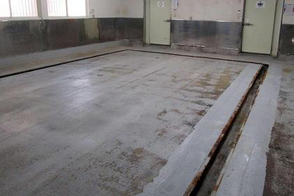 写真:食品工場(漬物工場)塗床工事施工前