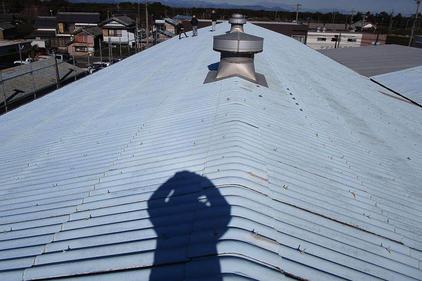写真:スレート屋根塗装工事施工前