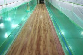 写真:工場内通路変更塗床工事下地処理