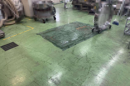 写真:バイオ工場塗床工事部分補修施工前
