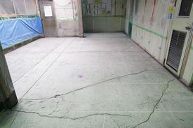 写真:蒸着工場水系硬質ウレタン樹脂塗床工事下地処理