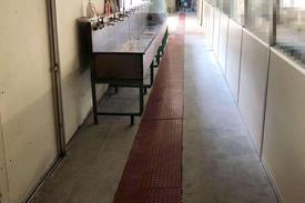 写真:工場内手洗い場防滑仕上げ塗床工事