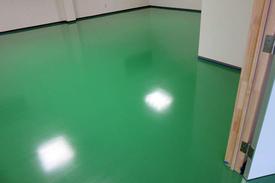 写真:精密機器倉庫帯電防止塗床工事