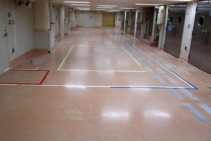 写真:医薬品工場通路厚膜エポキシ樹脂塗床工事 化粧品工場