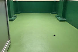 写真:化粧品工場 洗浄室 メタクリル樹脂 MMA 塗床工事 塗り床工事 床塗装 床改修 施工例 防塵床