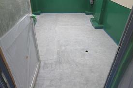写真:化粧品工場 洗浄室 メタクリル樹脂 MMA 塗床工事 塗り床工事 床塗装 床改修 施工例 防塵床 下地処理