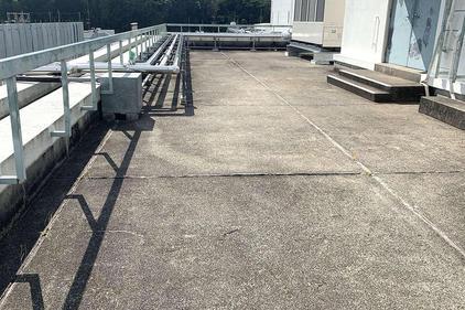 写真:工場屋上防水 ウレタン防水 ウレタン系塗膜防水 施工前