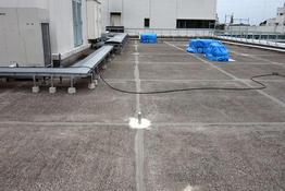 写真:工場屋上防水 ウレタン防水 ウレタン系塗膜防水 目地シーリング