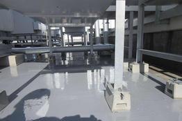 写真:工場屋上防水 ウレタン防水 ウレタン系塗膜防水 機械下