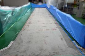 写真:工場 エポキシ樹脂 塗床工事 塗り床工事 床塗装 床改修 施工例 防塵床 下地処理 乳塗膜撤去 下地研磨 研削