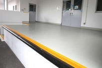 写真:製薬工場 エポキシ樹脂 塗床工事 塗り床工事 床塗装 床改修 施工例 防塵床