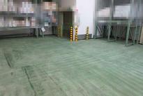 写真:製薬 医薬品工場 メタクリル樹脂 塗床工事 塗り床工事 床塗装 床改修 施工例 防塵床 下地処理 旧塗膜撤去 下地研磨 研削