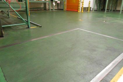 写真:製薬 医薬品 工場 メタクリル樹脂 塗床工事 塗り床工事 床塗装 床改修 施工例 防塵床