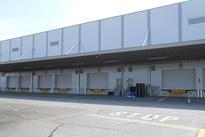 写真:外壁塗装 入出庫口 倉庫 工場