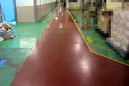 写真:自動車 工場 エポキシ樹脂 塗床工事 塗り床工事 床塗装 床改修 施工例 防塵床 通路拡張